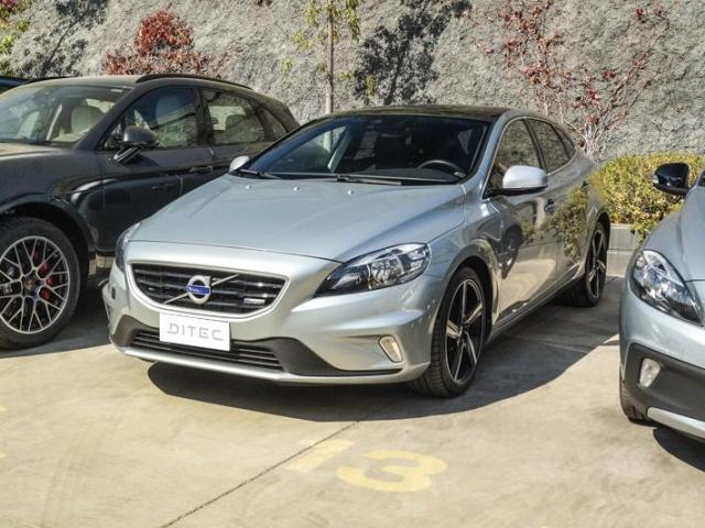 VOLVO V40  T4 R Design MT 2016