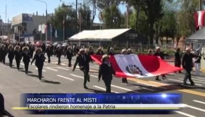 Fiestas Patrias: desfile de escolares en Arequipa