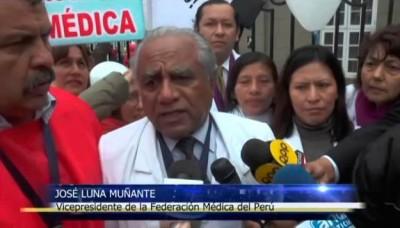 Médicos en huelga bloquean vía del Metropolitano