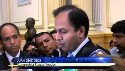 Congresista Juan Díaz Dios confundió correos ficticios de Ana Jara