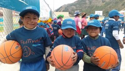 Lucha Fuentes, Ricardo Duarte y Eduardo Acuña ofrecieron talleres deportivos en Ocongate, Cusco