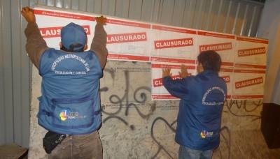 Clausuran con bloques de concreto 40 imprentas inseguras en el Centro de Lima