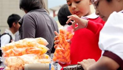 """Nadine Heredia: Urge limitar el consumo de """"comida chatarra"""" en niños y jóvenes"""
