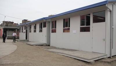 Inician montaje de 1500 aulas prefabricadas en colegios de Lima