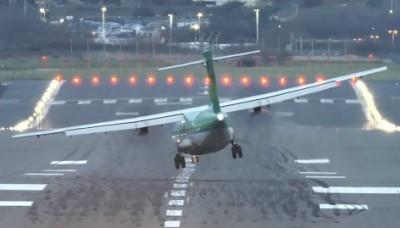 Inglaterra: Increíbles videos de aterrizajes de aviones en aeropuerto de Birmingham