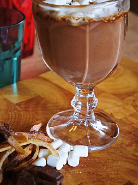 Receita de Chocolate Quente Cremoso com Amido de Milho