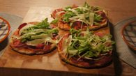 Receita de Pizza de Presunto Parma, Rúcula e Queijo Parmesão