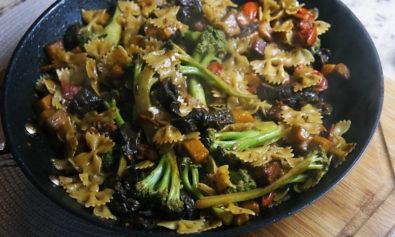 Receita de Farfalle com Legumes e Bacon do Gennaro Contaldo