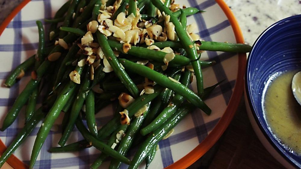 Salada de Vagem com Amendoa e Molho de Mel e Mostarda