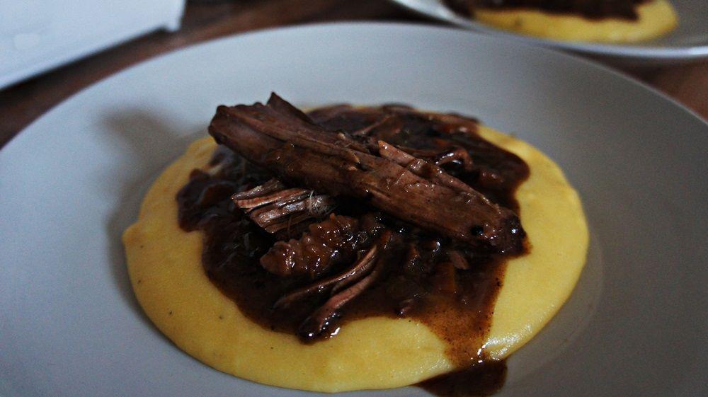 Receita de Carne de Panela com Polenta (Bue Brasato)