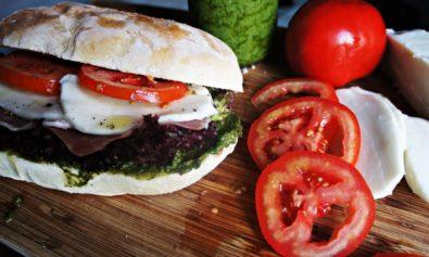 Sanduiche Italiano com Parma e Molho Pesto
