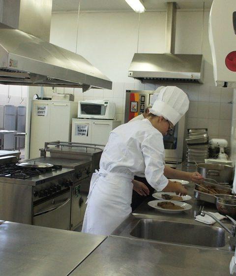 Auxiliando no Almoço-ICIF