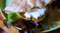 Receita de Sanduíche de Pão Sírio com Falafel e Iogurte Natural