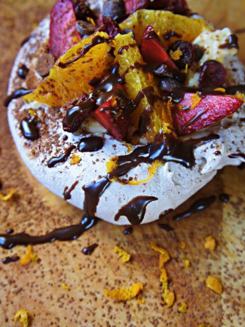 Receita de Mini Pavlova de Chocolate com Frutas Frescas