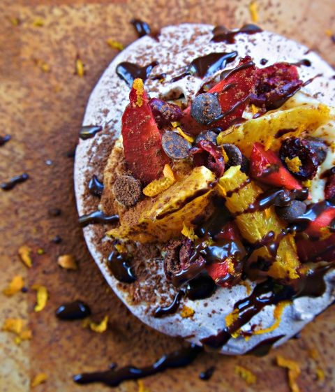 Receita de Mini Pavlova de Chocolate com Recheio de Frutas Frescas