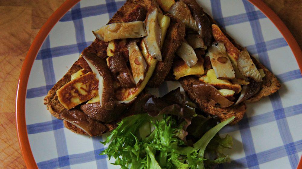 Receita de Sanduíche Aberto de Cogumelos e Queijo Coalho