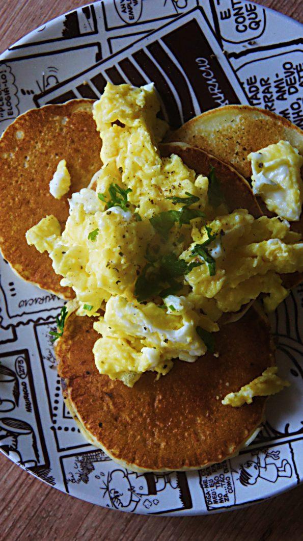 Receita de Panqueca Fofinha com Ovos Mexidos