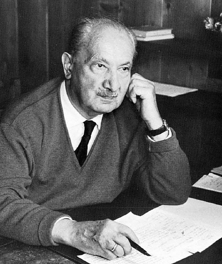 Um resumo sobre a atividade filosófica por Martin Heidegger