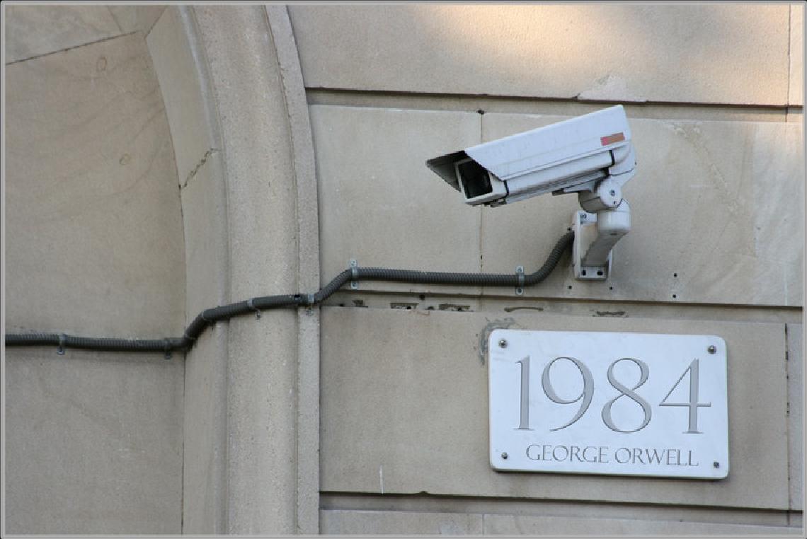 Você já leu 1984, de George Orwell? O livro tem TUDO a ver com o tema!