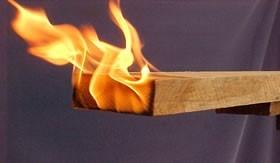 Madeira em combustão