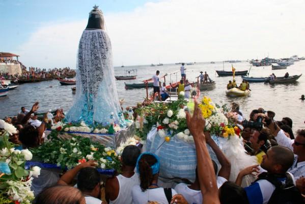 Você sabe o que a Festa de Iemanjá tem a ver com a intolerância religiosa? Vem descobrir!