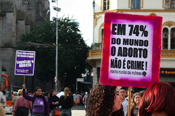 Polêmica: há 22 anos, a Grécia legalizava o aborto