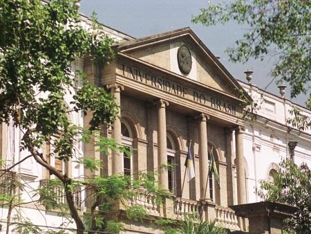 CORRECAO DE LEGENDA UFRJ5 RJ 01/09/2000 ESPECIAL GERAL OE JT UFRJ NOME     FACHADA DO PALACIO UNIVERSITARIO DA UNIVERSIDADE FEDERAL DO RIO DE JANEIRO NA PRAIA VERMELHA  URCA ZONA SUL DO RIO   FOTO FABIO MOTTA/AE