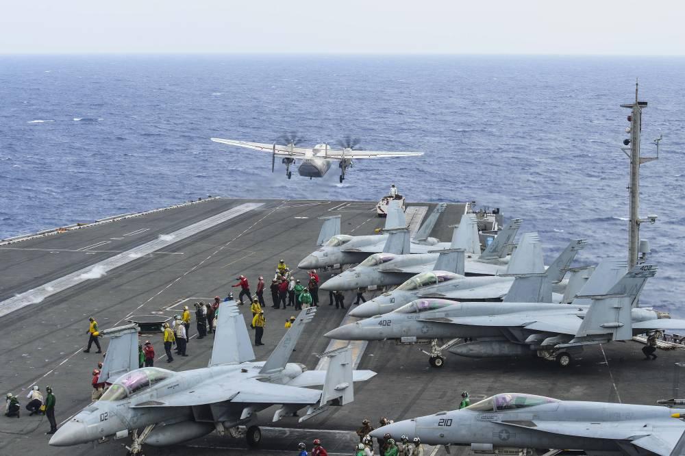 Avião militar dos EUA cai no Pacífico com 11 a bordo