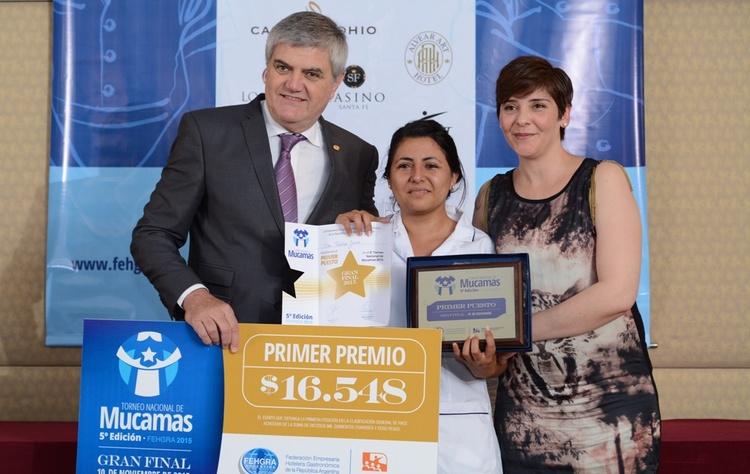 1 premio mucamas. roberto brunello  tatiana jaime y cristina zapata  ganadora 2014