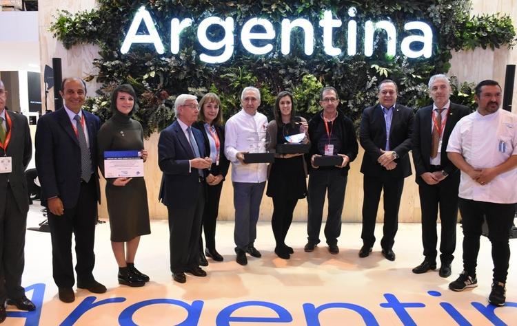 Foto con ganadores  representantes del mintur  fehgra  aibg y el chef brichetto