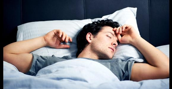 durma com barriga para cima