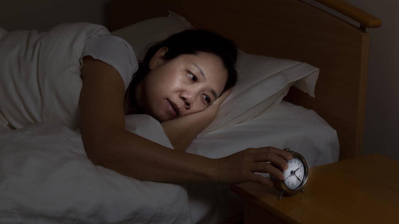 Estudo: Acupuntura alivia distúrbios do sono da menopausa
