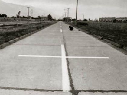 Lotty Rosenfeld. Una milla de cruces sobre el pavimento.1979. Video accion