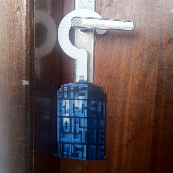 Aviso de Porta TARDIS - Doctor Who na porta