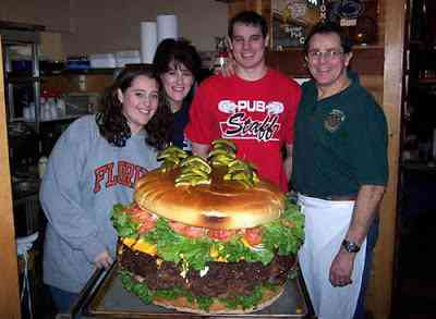 world largest burger 123lb O hamburguer