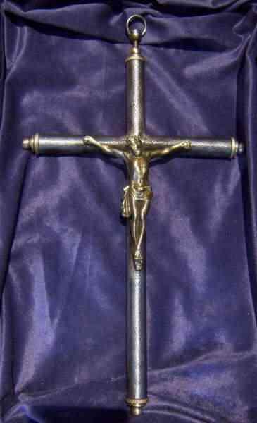 crucifix 04 As 15  Armas inacreditáveis do passado