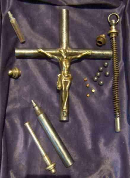 crucifix 05 As 15  Armas inacreditáveis do passado