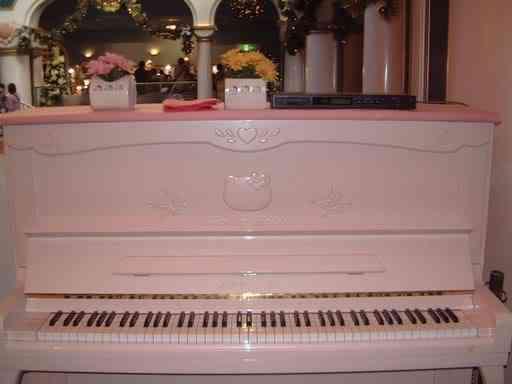 hello kitty piano Dez produtos bizarros da Hello Kitty