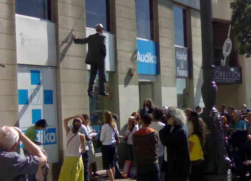 Tarzan Standbein 04 O homem que levita pelas ruas