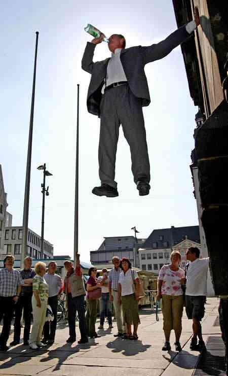 TarzanStandbein15 O homem que levita pelas ruas