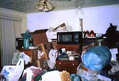 800px Hoarding living room Top 5 casas bagunçadas