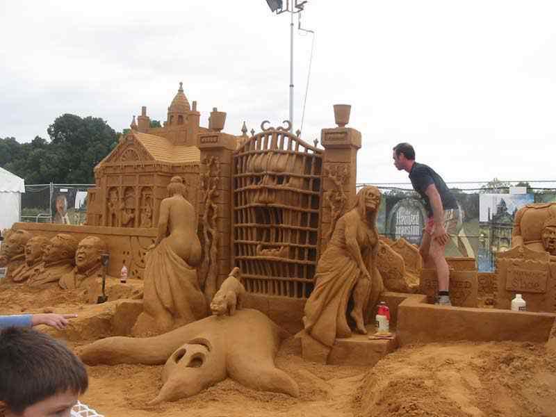 101751 Incríveis esculturas de areia