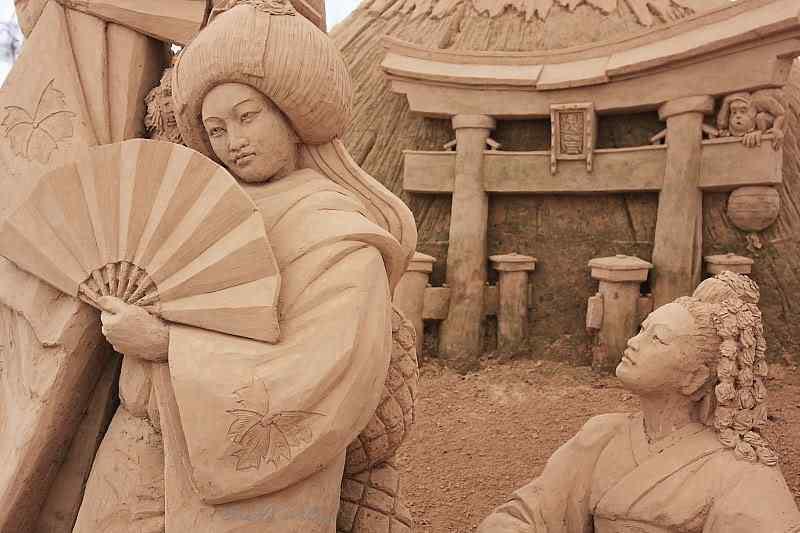2188528181 c0efc33991 o Incríveis esculturas de areia