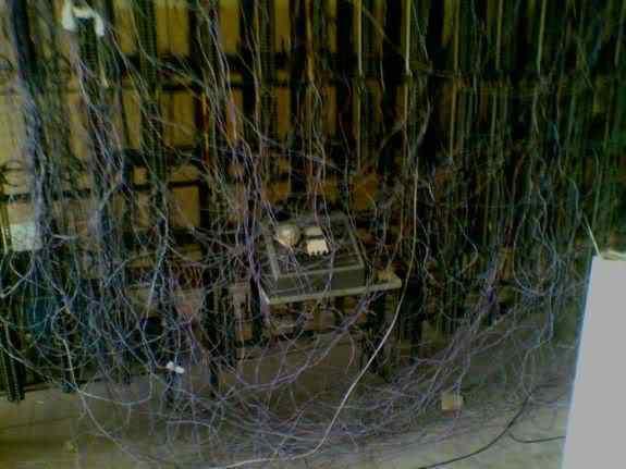 CableJob5 Cabos, fios, rede e bagunça