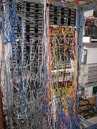 CableJob8 Cabos, fios, rede e bagunça
