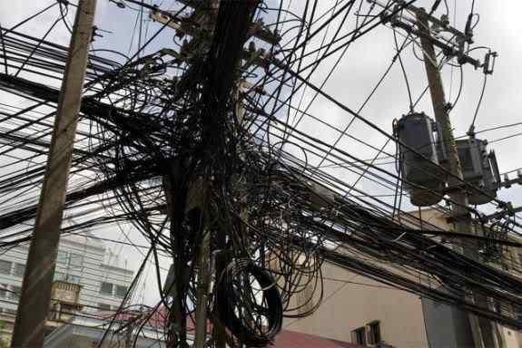 WiringNightmare6 Cabos, fios, rede e bagunça