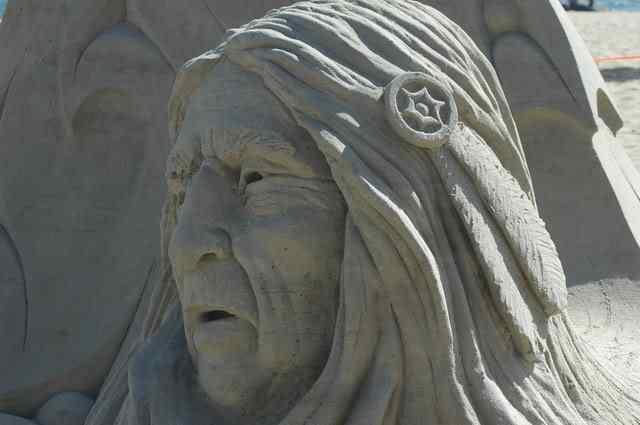 at Incríveis esculturas de areia