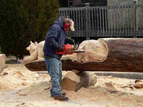 real arts of woodcarving02 O fera da motoserra