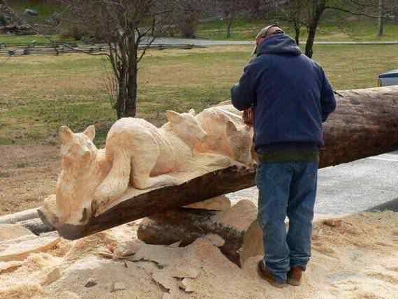 real arts of woodcarving07 O fera da motoserra
