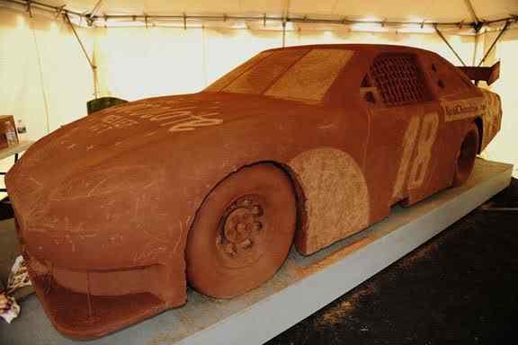 chocolate sculpture car nascar 10 coisas bizarras feitas de chocolate